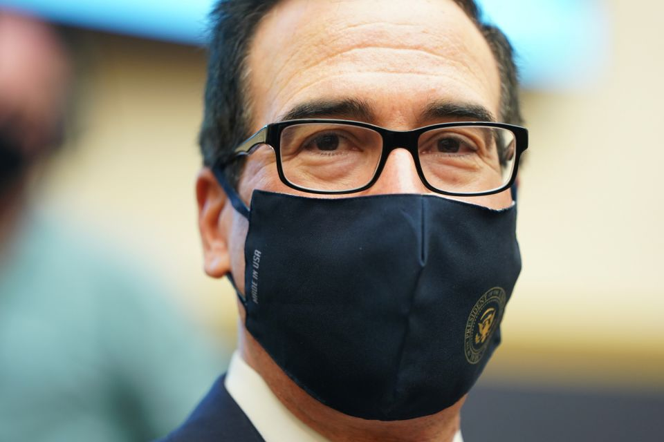 ??????U.S. Treasury Secretary Steven Mnuchin wears a protective face mask as he is seated to testify before a House Financial Services Committee hearing on oversight of the Treasury Department's and Federal Reserve's coronavirus disease (COVID-19) pandemic response on Capitol Hill in Washington, U.S., September 22, 2020. REUTERS/Joshua Roberts/Pool