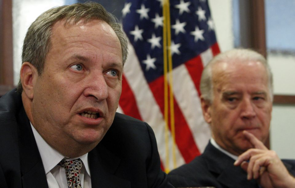 U.S. Vice President-elect Joe Biden (R) listens to the Director of the National Economic Council Larry Summers during a briefing on economic developments and the upcoming economic recovery package in Washington, December 23, 2008.  REUTERS/Jim Young (UNITED STATES)